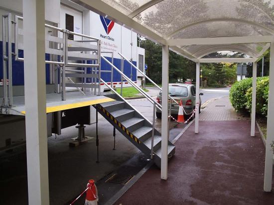 Cambridge Hospital Covered Walkway (1)